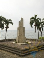 statue malecon santo domingo